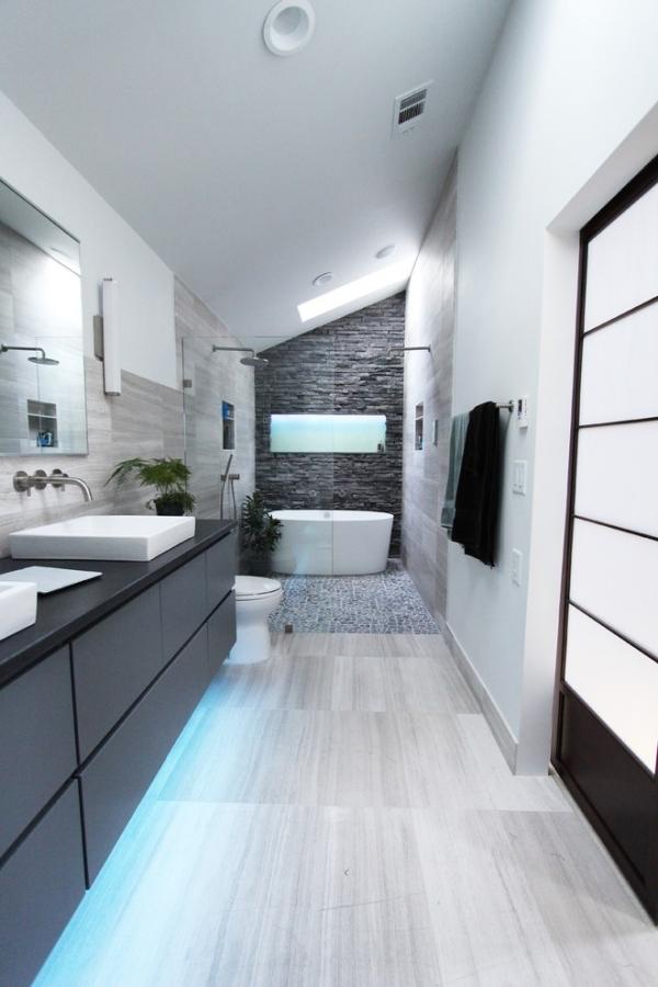 salle de bain japonaise en blanc gris et anthracite
