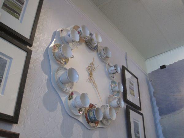 servive à thà diy horloge idée vaisselle ancienne