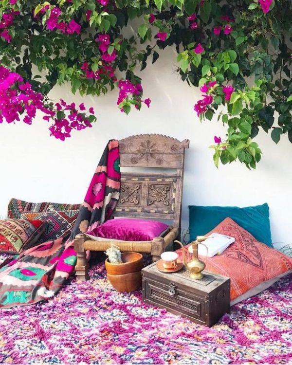 tapis coloré idée déco salon de jardin bohème