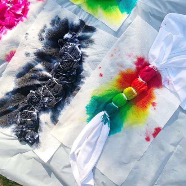 technique tie and dye maison pour transformer les vêtements