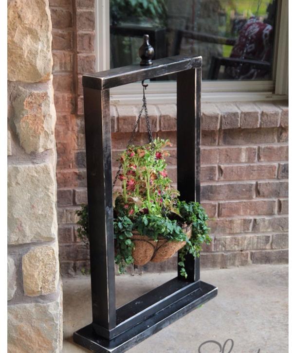 vieux cadre accrocher une jardinière