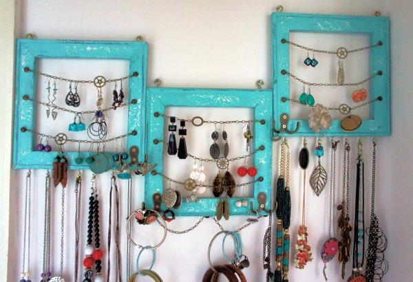 vieux cadre crochets et chaînettes