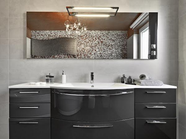 une réglette led au dessus d un miroir, idée où installer une réglette led dans la salle de bain