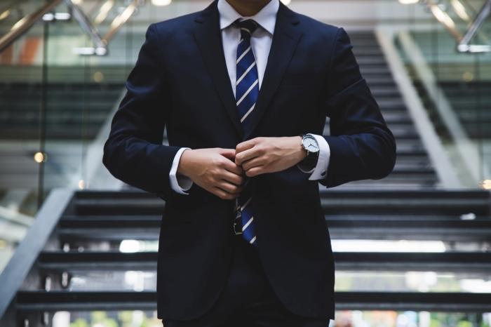 comment bien s habiller homme élégant business style vêtements costume chemise cravate