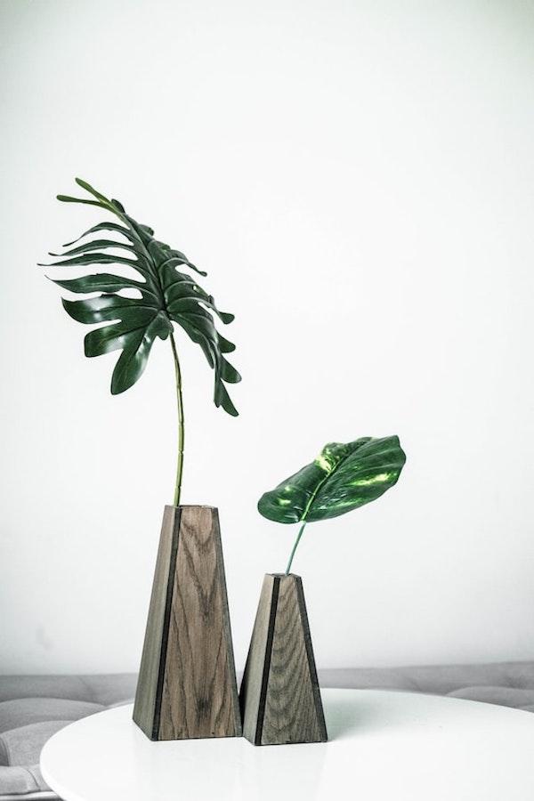 introduire du bois dans la déco vase en bois DIY pour palme