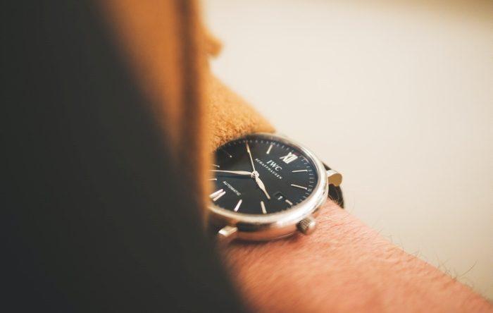 montre de luxe pour homme design authentique choix accessoire tenue style vestimentaire homme